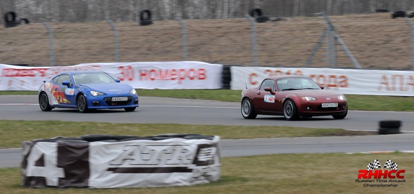 гоночные автомобили Mazda и Subaru